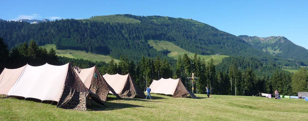 Zelte vor dem Kronberg